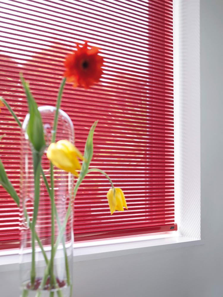 luxaflex facette blind red closed