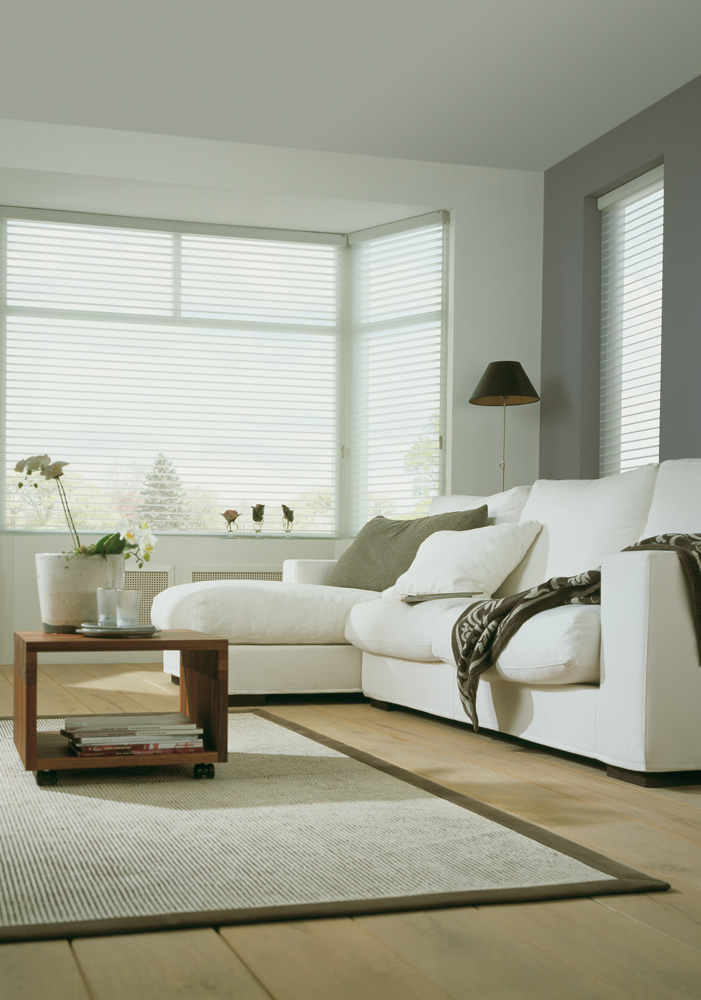 luxaflex silohuette blind white closed